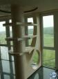 Колона с декоративна преграда и рафтове от гипсокартон