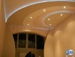 Фигуративен окачен таван от гипсокартон със скрито осветление, свод и декоративна преграда